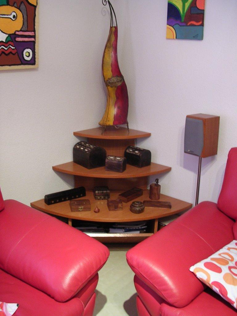 Bricologia mesa moderna de rinc n for Mesas para esquinas