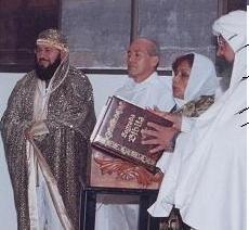 De izquierda a derecha : Guru Pitric, INICIADO Tico Tico, Gurumay Dhyana Gueburah y Sat Chellah Oxil Pali Ur.