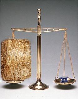 Qué pesa más, un 1 kg de paja o 1 kg de plomo?