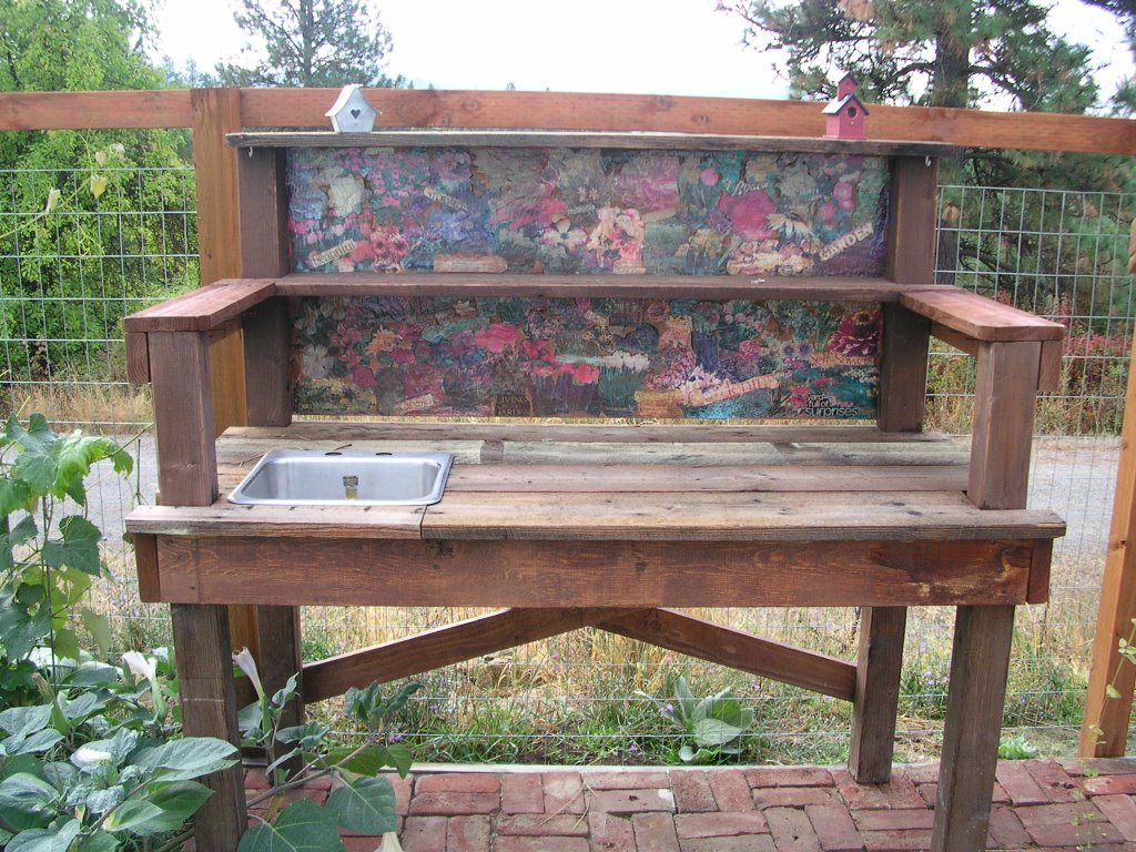 My potting bench jackie 39 s garden Outdoor potting bench