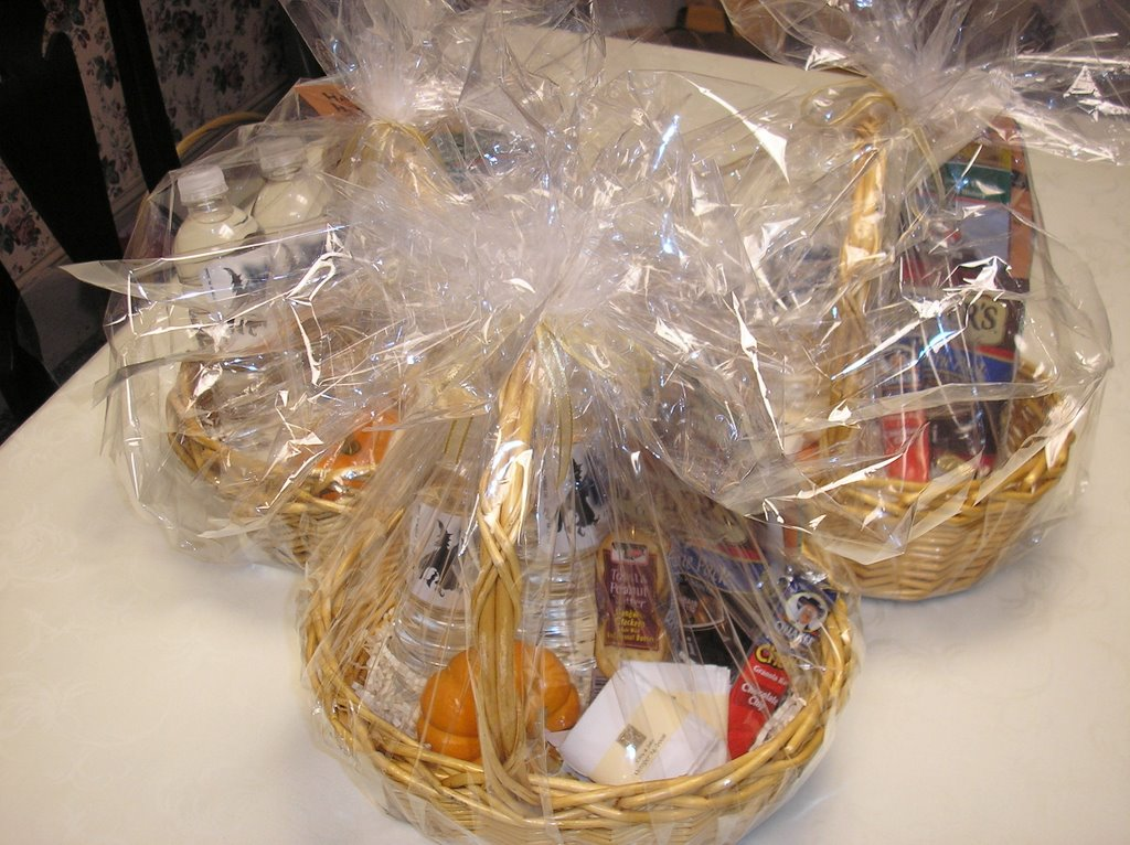 Wedding Gift Basket For Out Of Town Guests : ... Hotel: Gift Baskets to Welcome a Weddings Out of Town Guests
