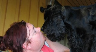 Bindi prøver å susse mamman, august 2006