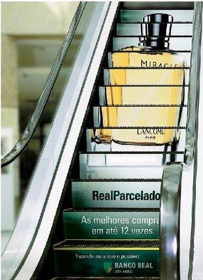 publicidad en las escaleras mecánicas