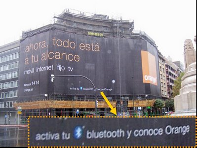 Lona publicitaria con bluetooth de Orange en Bilbao