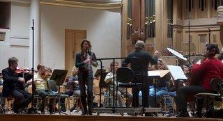 Sabine Meyer en ensayo con la orquesta nacional de Bélgica
