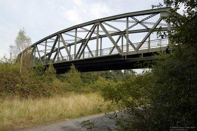 Straßenbrücke über die Gleisanlagen