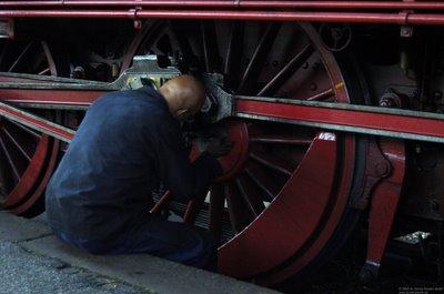 Wartungsarbeit beim Halt der BR78 468