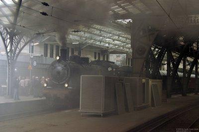 Die Bahnhofshalle unter Dampf
