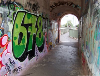 Graffiti im Turmdurchgang Ostseite - Südturm
