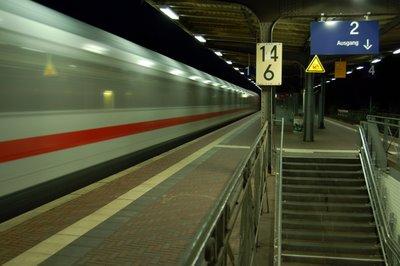 Brühl  Durchfahrt ICE auf Gleis 1 Richtung Bonn