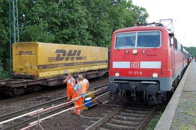 E 111 117-8 Nahverkehr Richtung Köln Hauptbahnhof