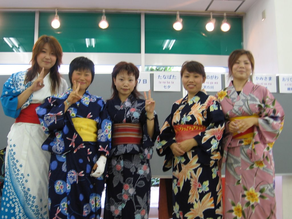 Notice The Interesting Dragonfly Pattern On Kimono And How Its Much More Colorful Elaborate Than Everyday Yukata We Were Wearing Before