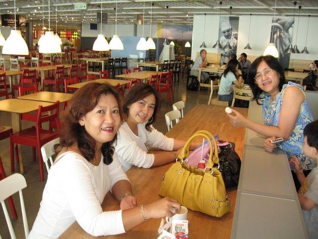 http://photos1.blogger.com/blogger/6955/119/640/IMG_2158.jpg