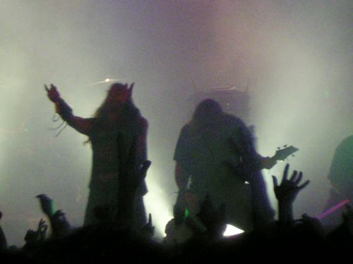 Devildriver swinging the dead are