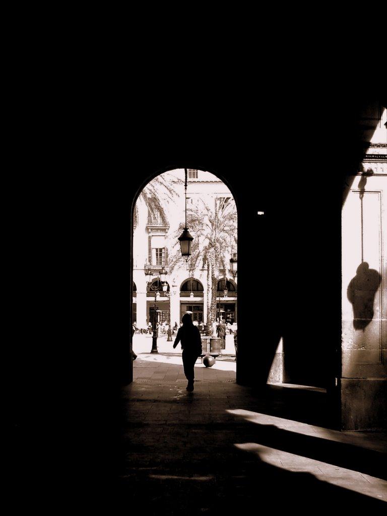 Plaza Real: Shadows of Barcelona