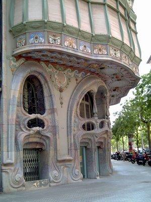 Catalan Modernisme: Casa Comalat - Click to resize