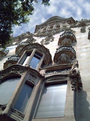Avinguda Diagonal: Casa Comalat: Click to resize