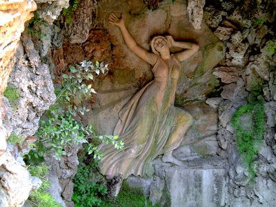 Laberint D'Horta: The Grotto of Echo and Narcissus - Click to resize