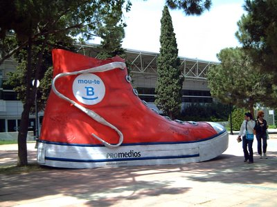 Barcelona Mou-te B Campaign: A Giant Step - Click to resize