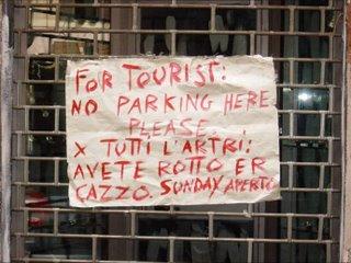 Para los turistas: Por favor, no aparquen aquí. Para el resto: no me toquen los cojones. Domingos abierto.