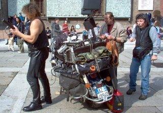 Beppe Maniglia dal vivo in Piazza Maggiore a Bologna
