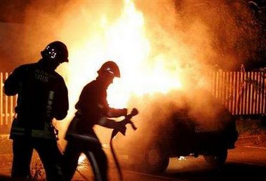 Mild night of paris rioting as police garage 11 cars torched for Garage auto montfermeil