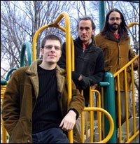 The group Rashanim features John Madof on guitar, Shanir Ezra Blumenkranz on bass and Mathias Kunzli on drums and percussion.