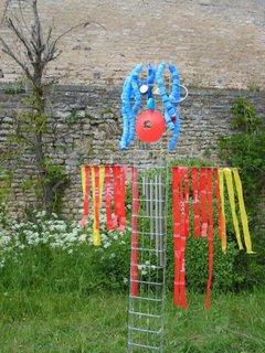 Blog de l 39 cole roland jouvin un pouvantail pour le jardin - Fabriquer un epouvantail a oiseaux ...