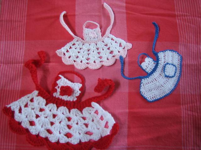 Crochetroo Little Aprons Free Crochet Pattern