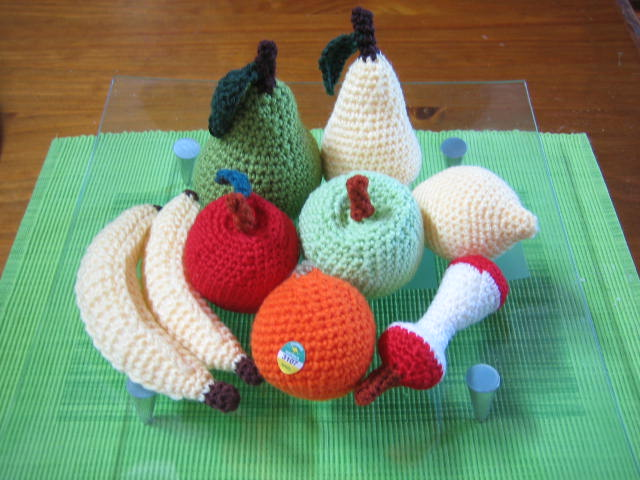 Crochetroo beaut fruit platter in crochet for Crochet crafts that sell well