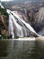 Cascada con horario del río Xallas