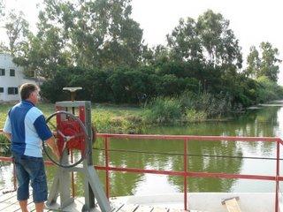 pas de barca de la caseta del Sifó per accedir a l'Illa de Buda