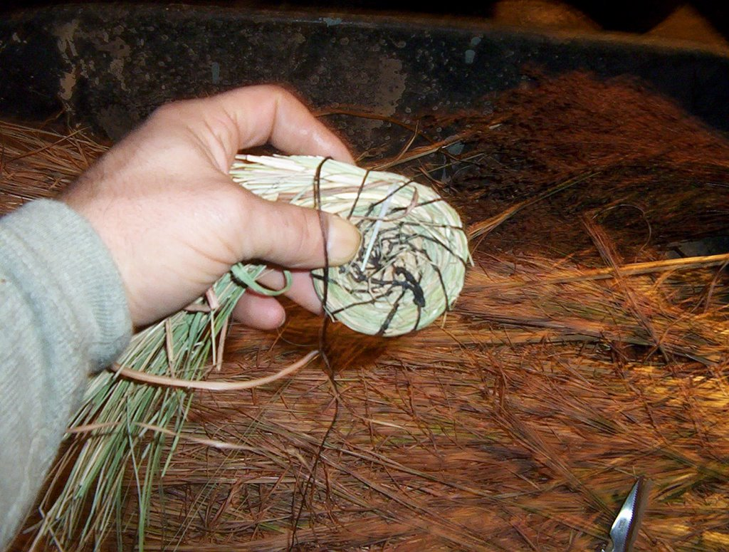 How To Weave A Basket Out Of Cattails : Natural baskets