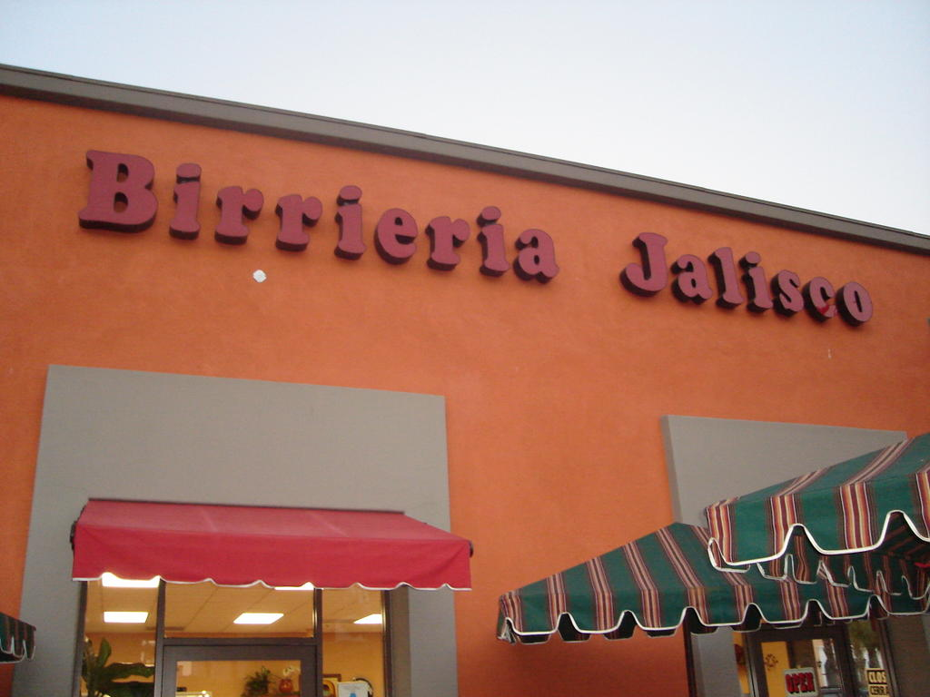 Restaurant Is Located In Plaza Mexico Mall Off 105 Freeway Lynwood Lady Of Q At Soul Fusion Kitchen Birrieria Jalisco For