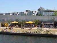 'Berliners' curtindo uma 'praia'.