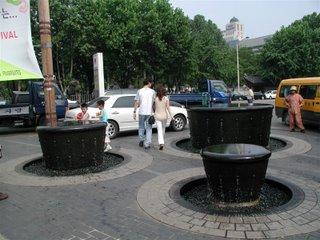 Comprar �gua mineral pra que? �gua mineral direto da fonte nas ruas de Seoul