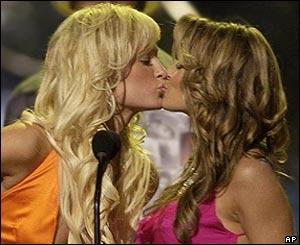 Paris hilton lesbian kiss
