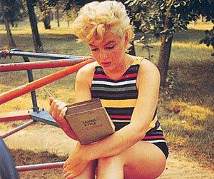 Marilyn Monroe leyendo Joyce