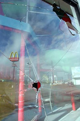 Mark in Mexico, http://markinmexico.blogspot.com/, Pale Horse Galleries for gifts, collectibles, art and crafts, http://palehorsemex.vstore.ca/, Oaxaca, Mexico: APPO arsonists struck at the McDonalds in Plaza del Valle before dawn this morning.