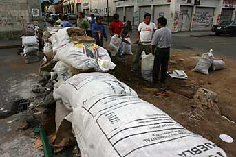 Mark in Mexico: http://markinmexico.blogspot.com/, Pale Horse Galleries, http://palehorsemex.vstore.ca/, Oaxaca, Mexico: APPO street thugs prepare their blockades for an expected assault by state and/or federal police.