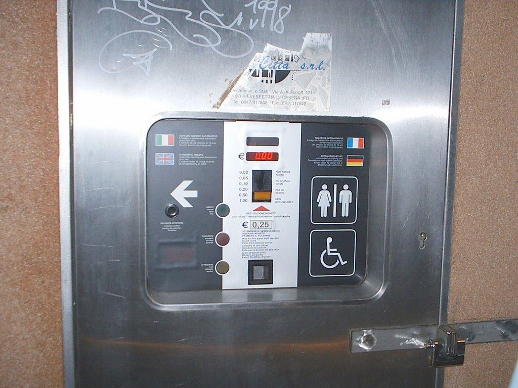 Veleno del popolo ecco cosa risolvono i bagni a gettone - Pisciate in bagno ...