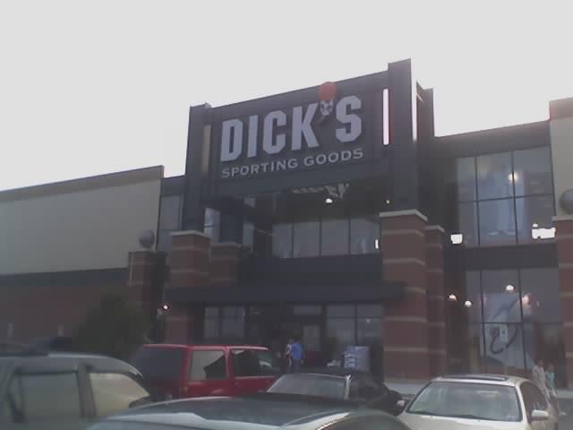 Dicks sporting goods winston saelm