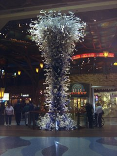 A glas sculpture near the indoor waterfall.