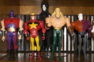 Esmaga-Átomo, Starman, Metamorfo e Aquaman, ao fundo Lorde Morpheus