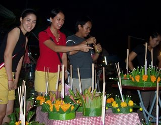 Kratong sellers try to tempt us with their handiwork