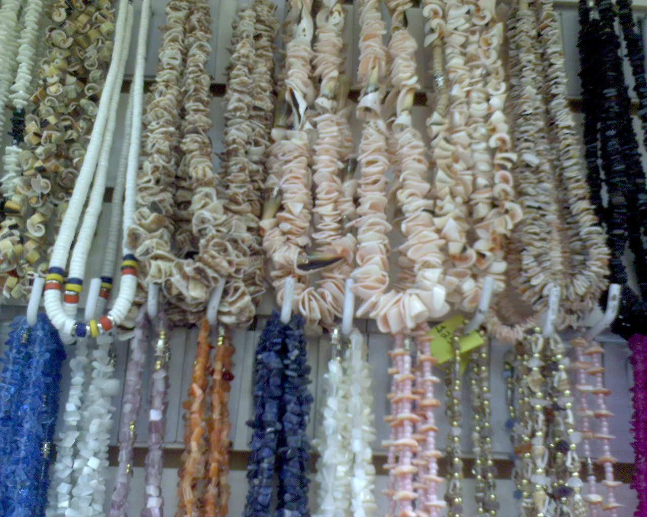Collares hechos con caracoles for Adornos decorativos
