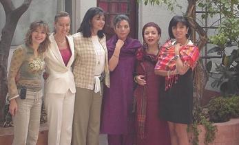 De derecha a izquierda las hermanas: Gaby, Malena y Marilu...las amigas: Elsa, Eloisa y Liliana.