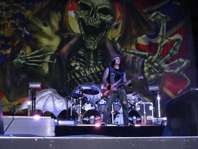 Avenged Sevenfold doing Pantera Walk at Ozzfest