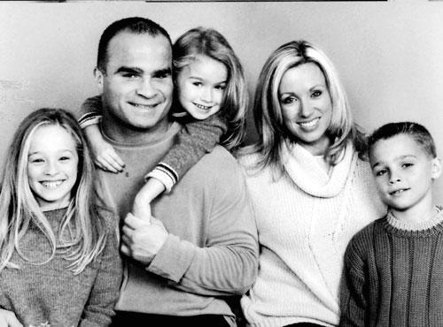Tie domi family