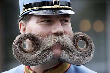 Los bigotes mas grandes del mundo!